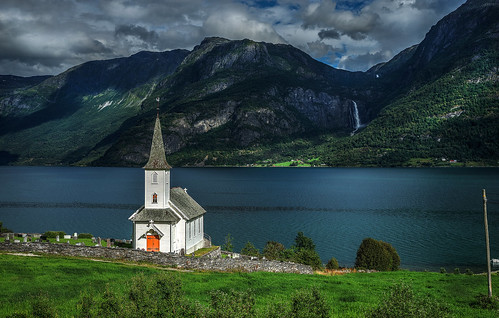 The little church and the waterfall in Høyheimsvik.