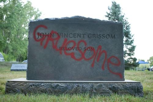 JohnnyGruesomeTombstone