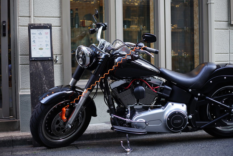Sony α7Ⅱ+CARL ZEISSのPlanar T 2 50 ZM池袋西口路地のバイク