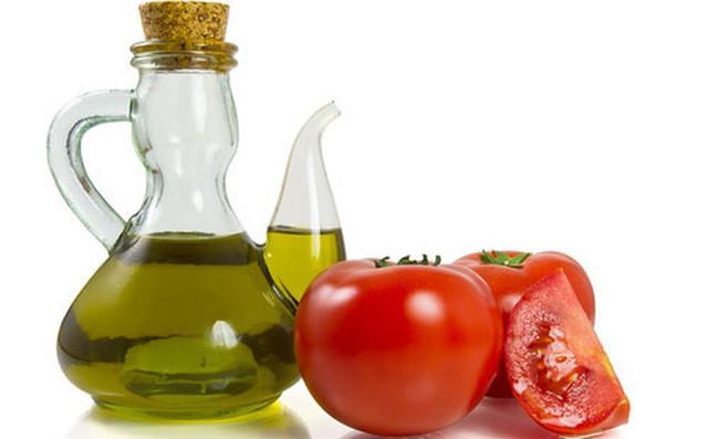 dầu olive và cà chua
