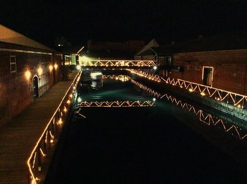 函館 金森赤レンガ倉庫 七財橋から見た運河(掘割) 夜景 24DA0EF0-E54A-4013-A68C-F8FEF2156B81