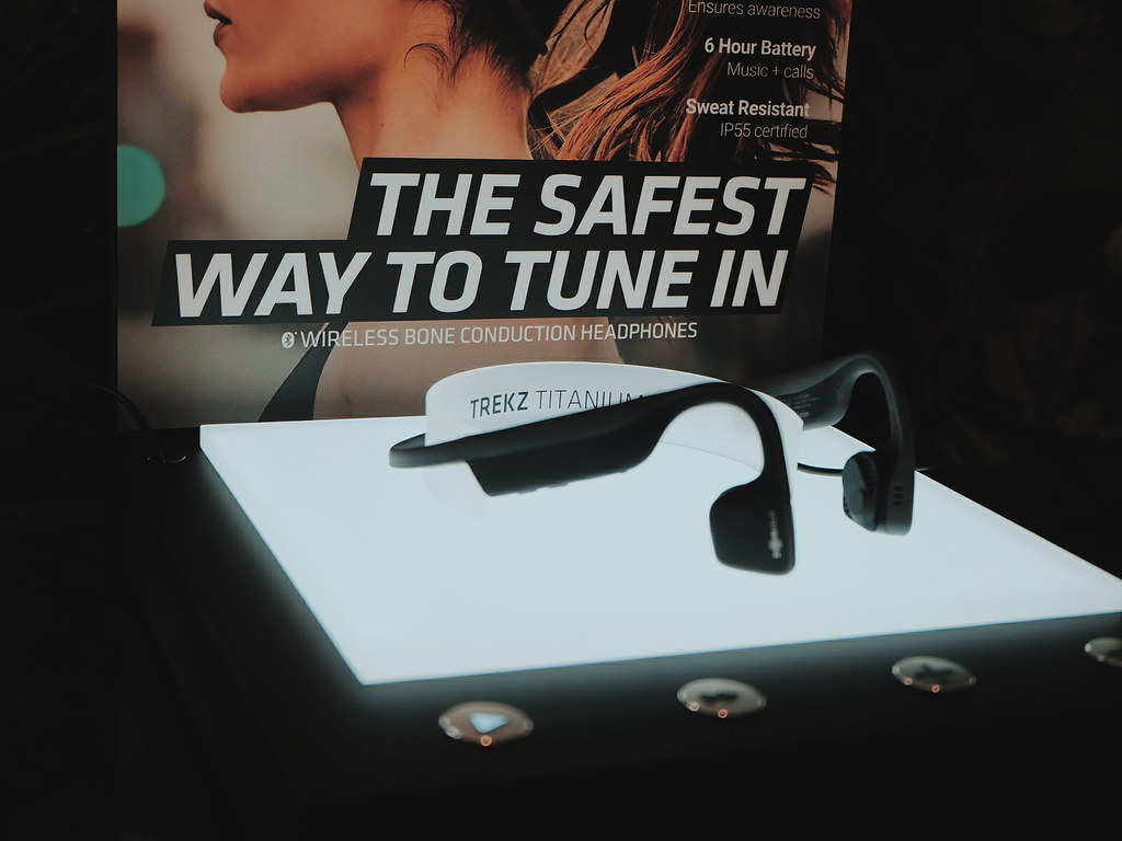 Bone Conduction Headphone: Aftershokz Review