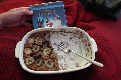 """Zweite Hälfte des Gebackenen Haferbreis mit Bananen und Heidelbeeren zur zweiten Hälfte des Walt Disney Klassikers """"Fantasia"""""""