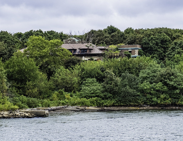 North Brother Island, Collingwood Manor