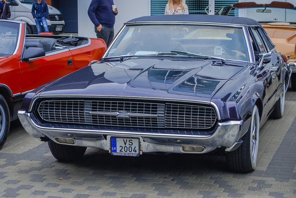 Nice Thunderbird. DSC_0874