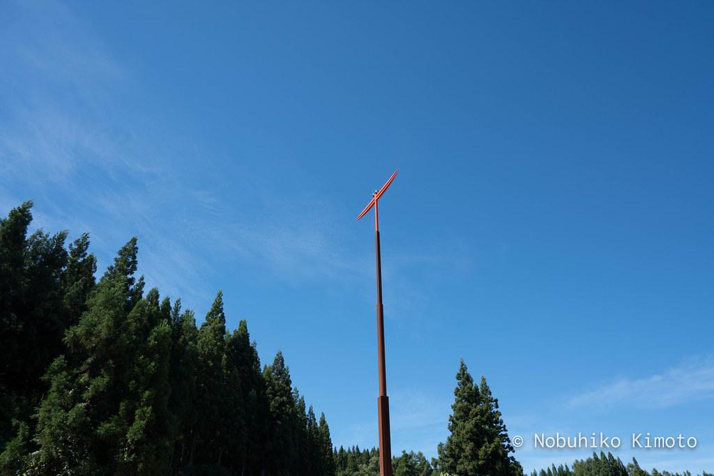 ○△□の塔と赤とんぼ