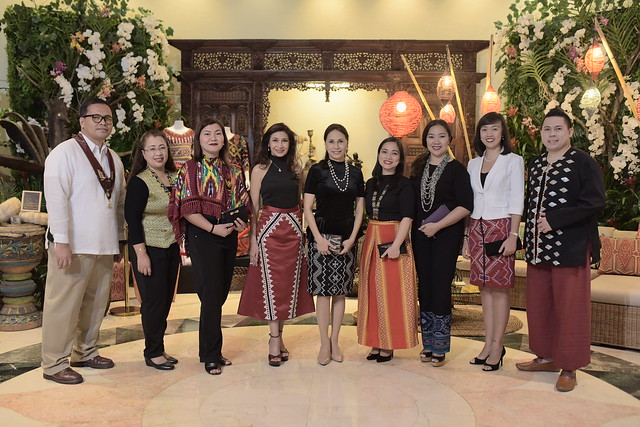 Marco Polo Davao Kadayawan Fashion Fusion 2018 (2) GM Dottie and Pearl Maclang with MPD team