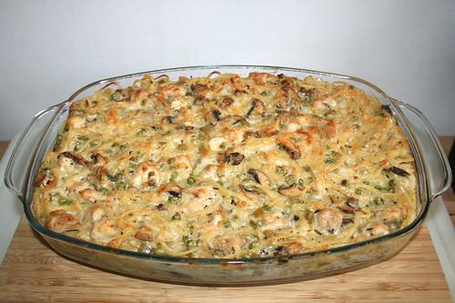 66 - Chicken Tetrazzini pasta casserole - Finished baking / Hähnchen Tetrazzini Nudelauflauf - Fertig gebacken