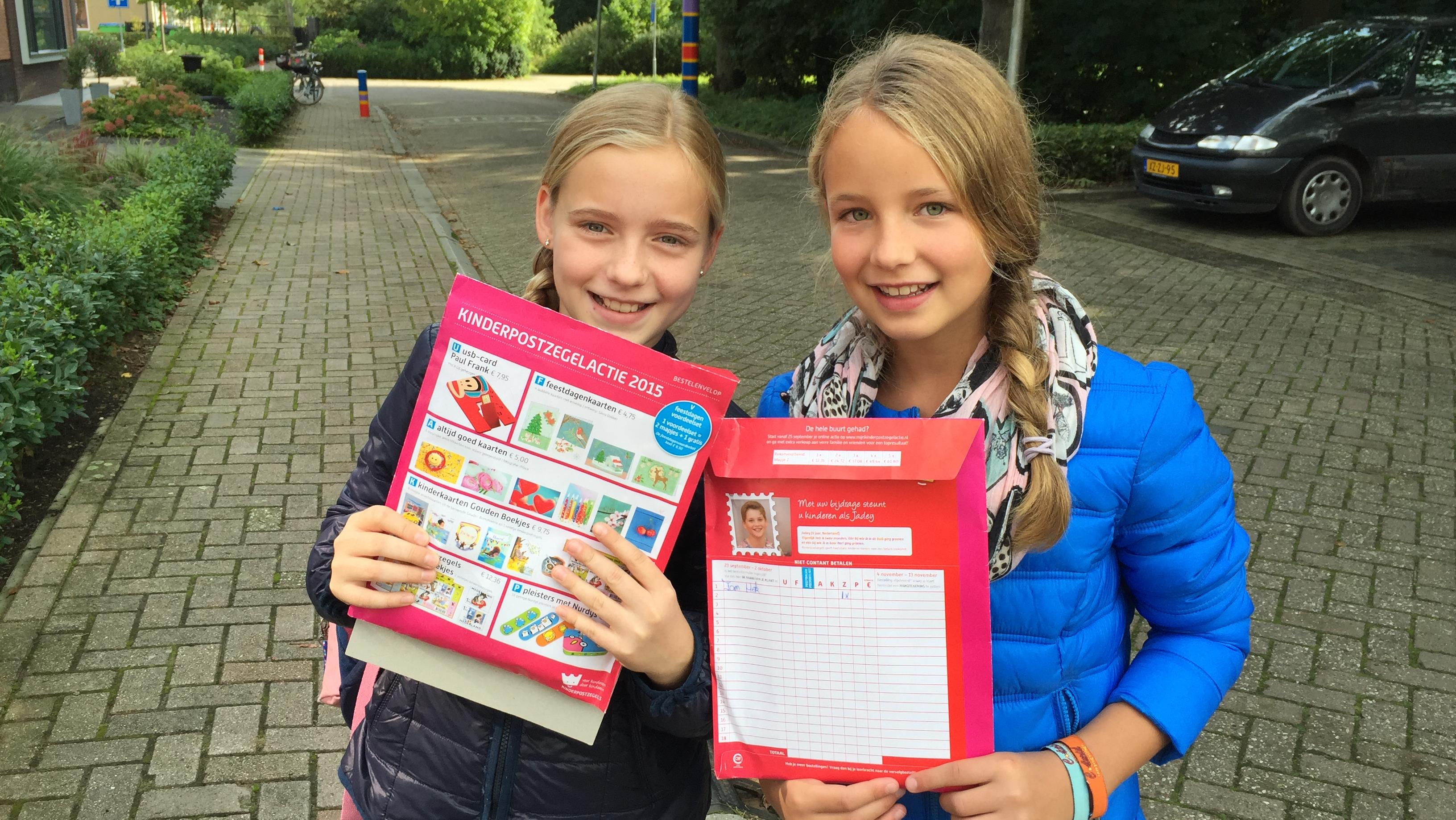 Dutch schoolgirls with Kinderpostalzegels order packets during the 2015 campaign.