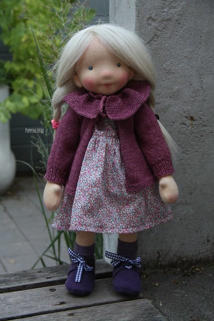Natural fiber art doll by Poppenliefde