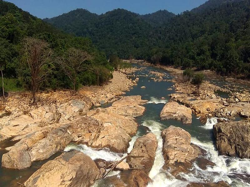 त्रिशूर में सूखी चलक्कुडी नदी