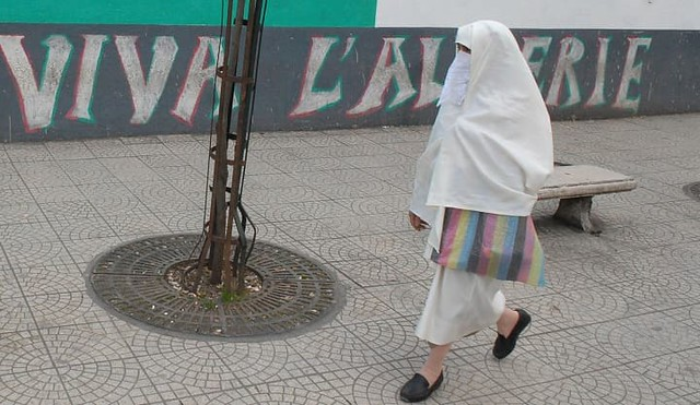 4632 Why are Algerian happy to see the Niqab of the first lady of Pakistan 03