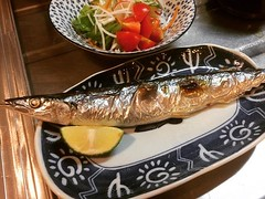 gotta figure out the cooking time, but I (finally) got over my fear of using the stove's built-in fish grill❤︎ ・ ・ ・ #焼魚 #秋刀魚 #コンロ #グリル #grilledfish #saury #fishgrill #tokyo #japan #東京