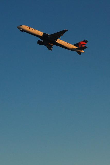 Delta N6701: Boeing 757-200 Takeoff