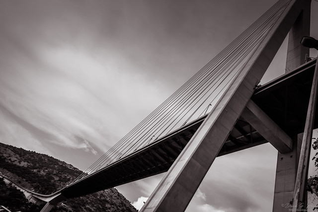 Dubrovnik suspension bridge in greyscale