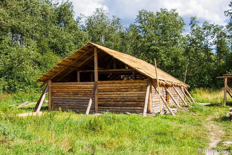 Реконструкция большого дома в музее живой истории эпохи викингов Бьоркагард в Берёзово