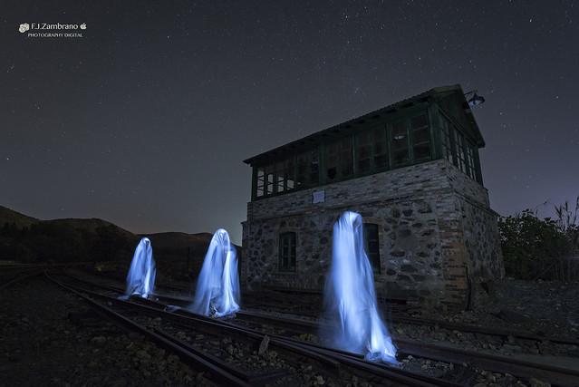 Walkers in the Dark ..., Nikon D750, AF-S Nikkor 16-35mm f/4G ED VR