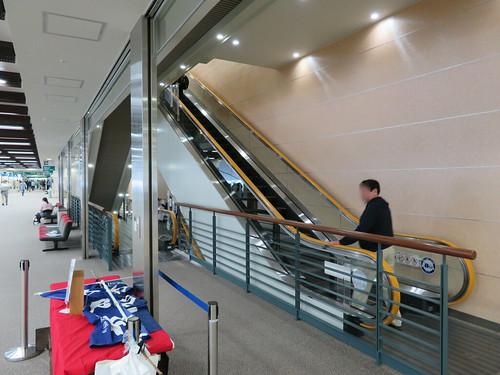 福島競馬場の4階と5階をつなぐエスカレーター