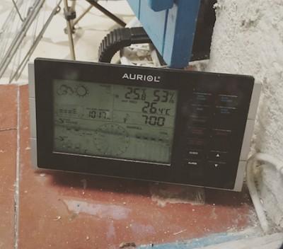 2km-de-Vitrolles-Roben-2-400x352