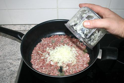 04 - Zwiebel addieren / Add onion