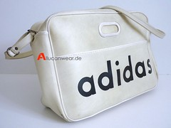 VINTAGE ADIDAS SPORTS BAG / SHOULDER BAG