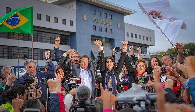 """""""Lula es un parteaguas en la historia de Brasil"""", dice Haddad al reemplazarlo"""