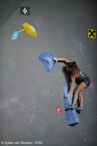 ifscwch-innsbruck-bouldersemifinals-women-friday-023-D85_2368
