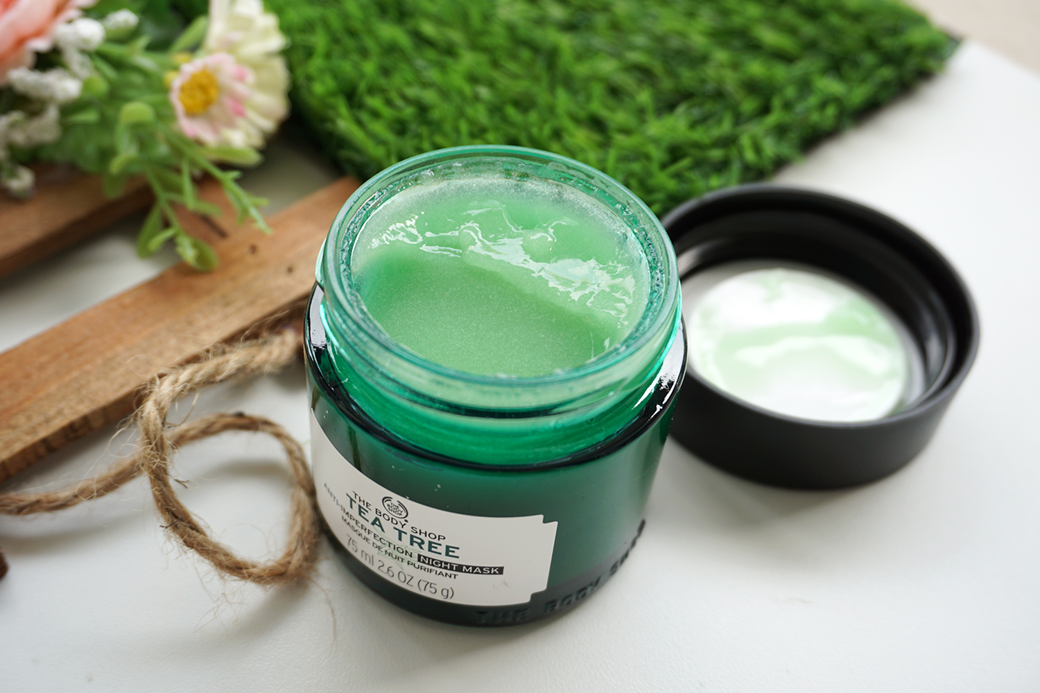 The Body Shop Tea Tree Oil AntiImperfection Night Mask