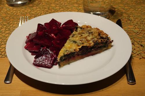 Rote Bete Blätter Quiche und Rote Bete Salat (mein 1. Stück)