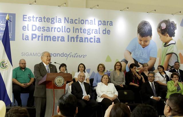 Entrega de Estrategia Nacional para el Desarrollo de la Primera Infancia 01