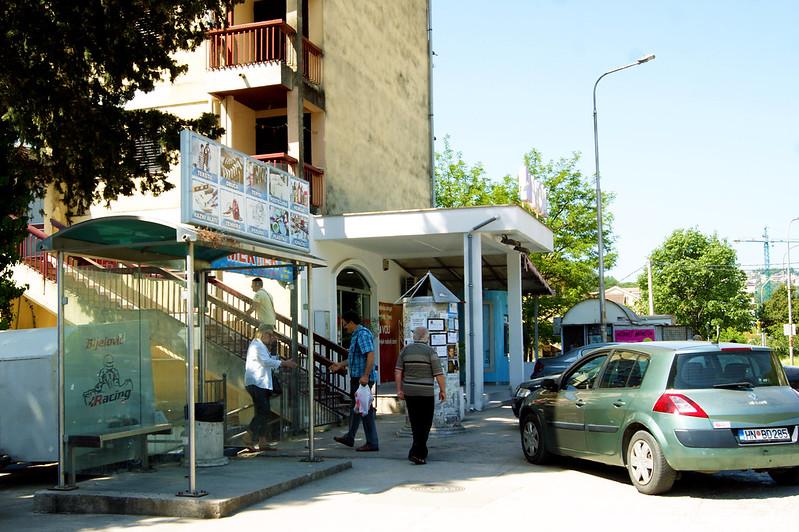 Остановка общественного транспорта в поселке Мельине