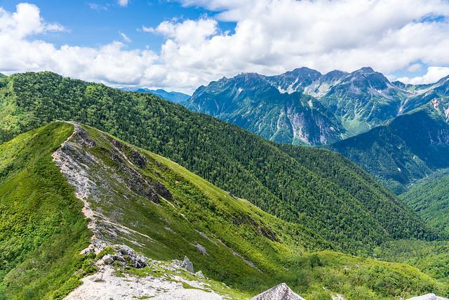 2512mピークと穂高岳