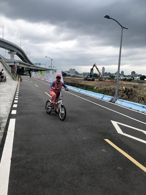 延平北路五段,關渡騎自行車 (8)