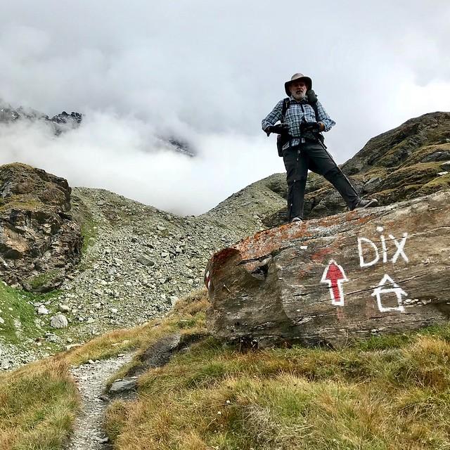 Trail to Cabane du Dix