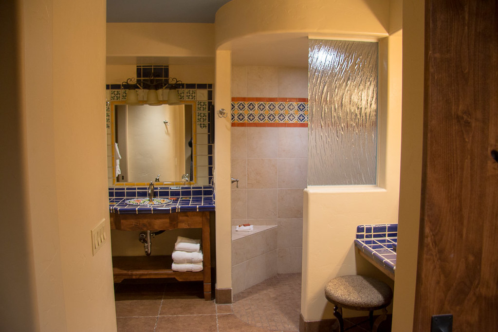 Hacienda del Sol Catalina King bathroom