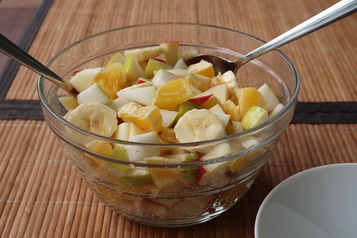 Obstsalat (aus einem Apfel sowie einer Birne vom Campus Haste und einer Bio-Orange sowie einer Bio-Banane vom Supermarkt)