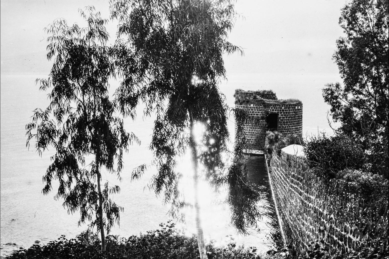 Яффо. Стена и разрушенная башня