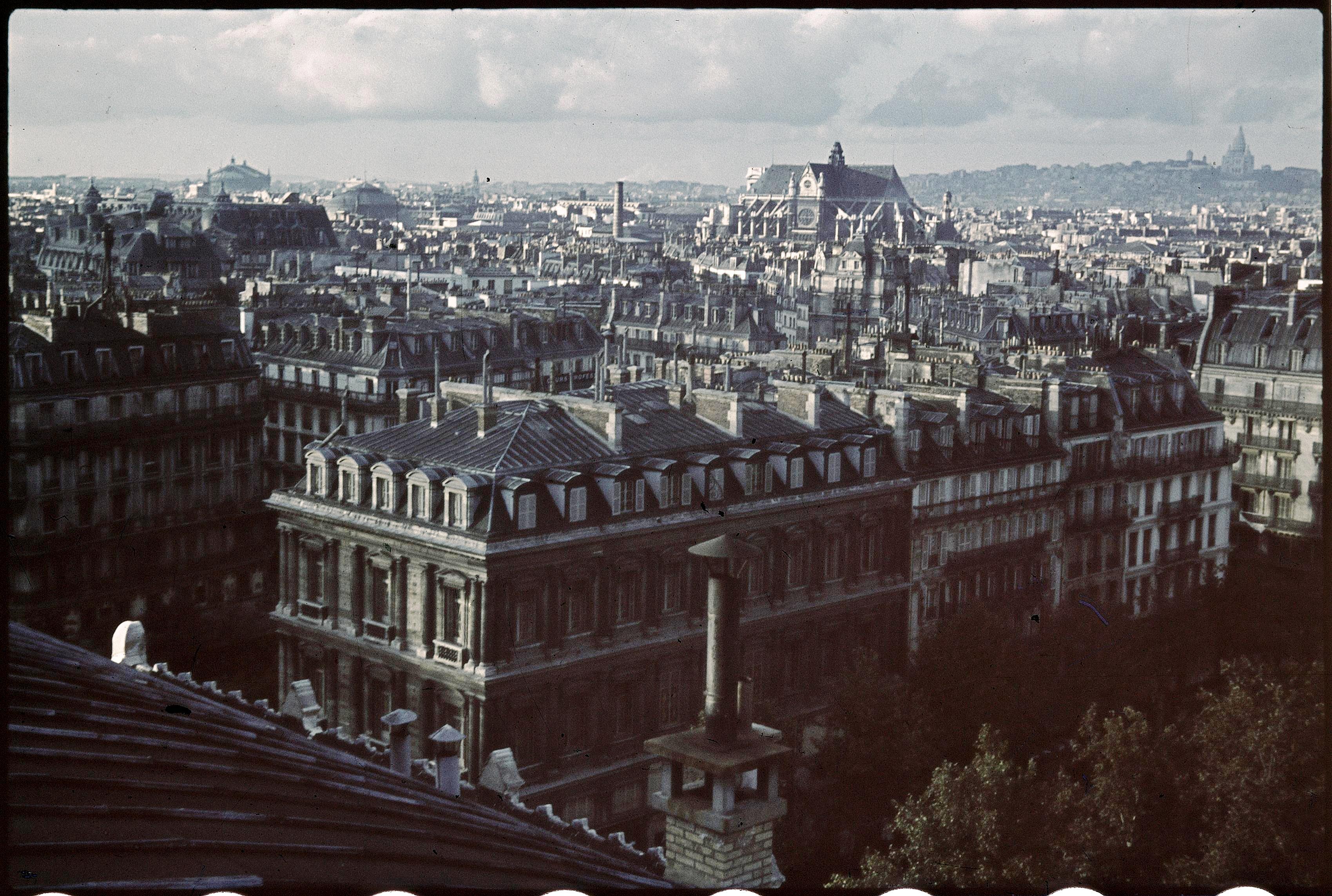 Парижская церковь Сент-Эсташ, увиденная с крыши здания «Театра де ла сите»