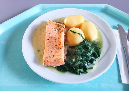 Braised salmon with leaf spinach & potatoes in white wine sauce / Gedünstetes Lachsfilet auf Blattspinat & Salzkartoffeln in Weißweinsoße