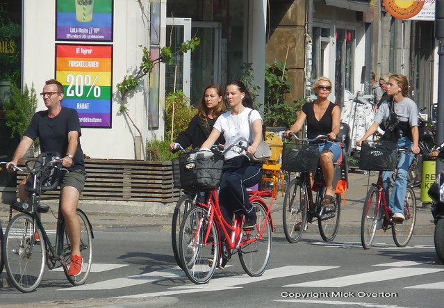 Copenhagen Girls on bikes, Nikon COOLPIX S6800