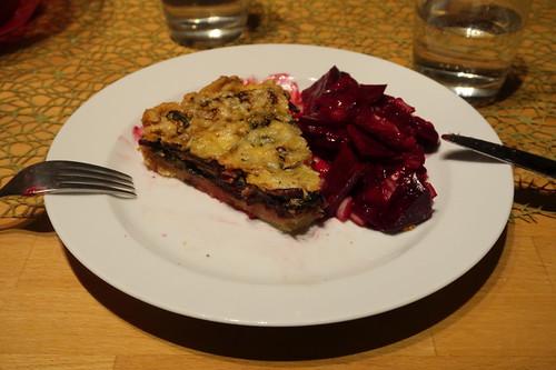 Rote Bete Blätter Quiche und Rote Bete Salat (mein 2. Stück)