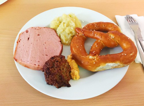 Bavarian meatloaf, meatball, bavarian spread cheese, potato salad & pretzel / Bayrische Brotzeit (Leberkäse, Fleischpflanzerl, Kartoffelsalat, Obazda & Laugenbretzel)