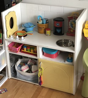 Read how a homemade upcycled play kitchen has withstood six years and two boys! EvinOK.com