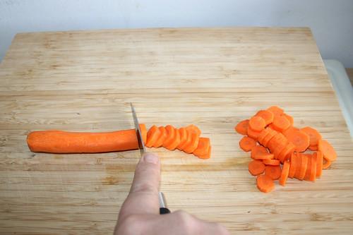 18 - Möhren in Scheiben schneiden / Cut carrots in slices