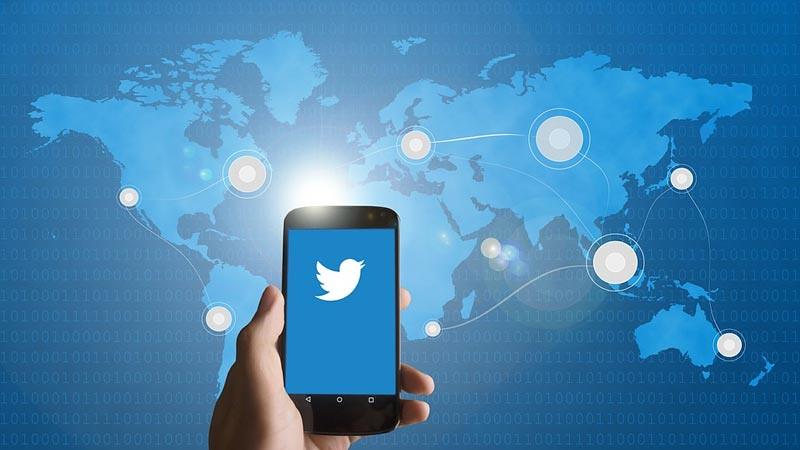 Ada 2 cara menggunakan Twitter yaitu dengan desktop dan mobile (seluler).