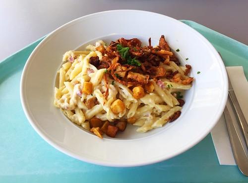 Swiss alps macaroni with fried potato dices, bacon & gruyere cheese / Schweizer Alpenmakrönli mit gebratenen Kartoffelwürfeln, Speck & würziger Gryersauce