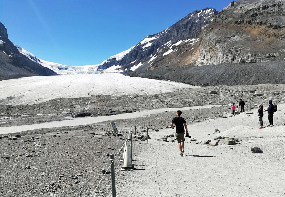 hike-athabasca-glacier