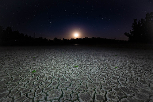 cattai newsouthwales australia au mud crack moon rise dry lagoon long neck sydney 14mm samyang