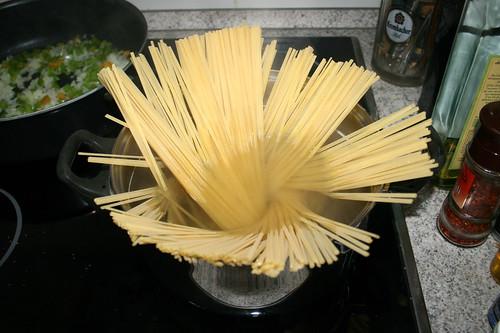 42 - Linguine kochen / Cook linguine