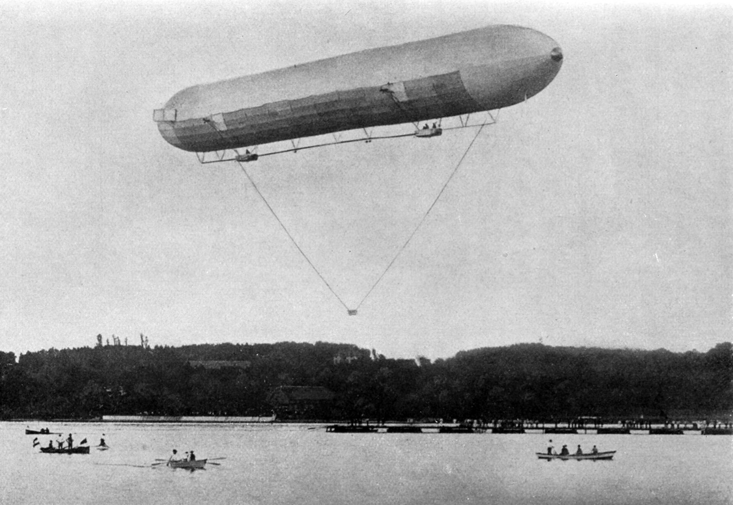 The Zeppelin LZ 1 over Lake Constance on October 17 or October 24, 1900